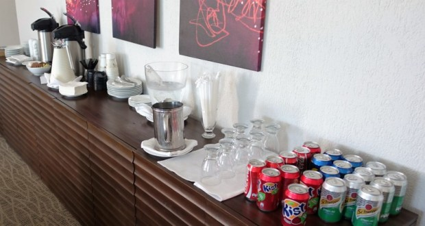 Crowne Plaza Panama Airport hotel club lounge beverages