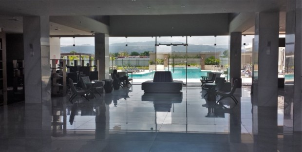 Crowne Plaza Panama Airport Hotel lobby