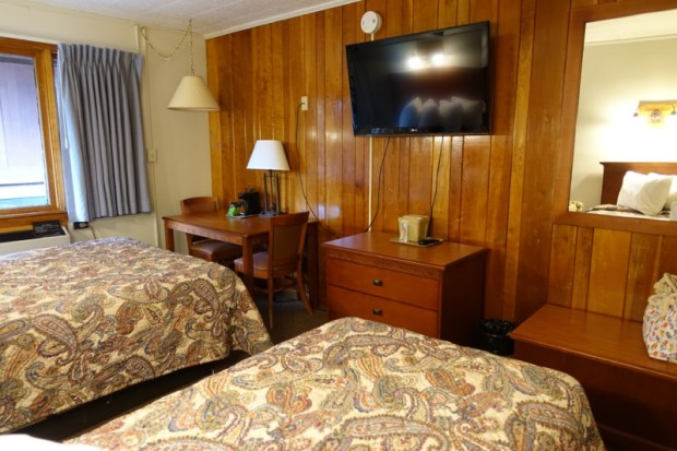 blackwater falls lodge queen twin bed tv coffee maker