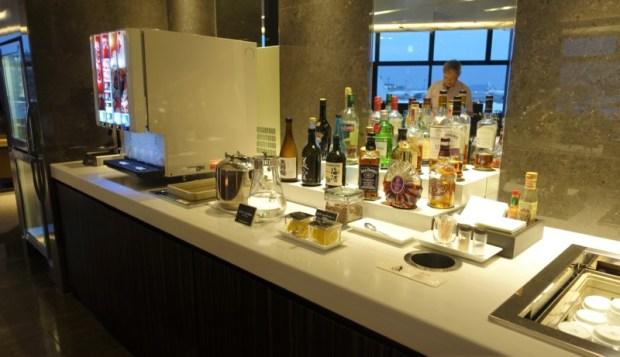 JAL First Class Sakura Lounge Narita Satellite beverages