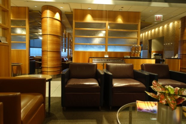 aa flagship lounge chicago seating