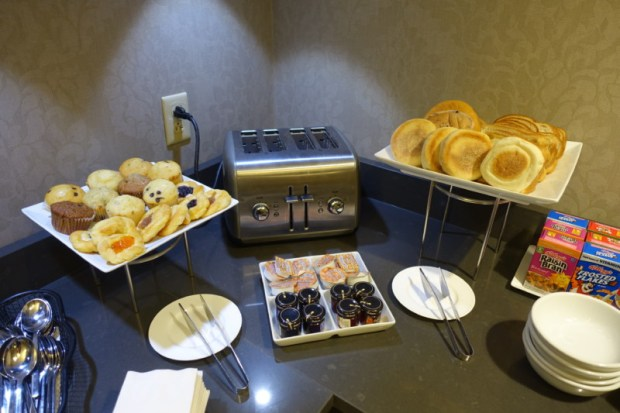 Sheraton Pittsburgh Airport Hotel Review Club Lounge Breakfast Breads