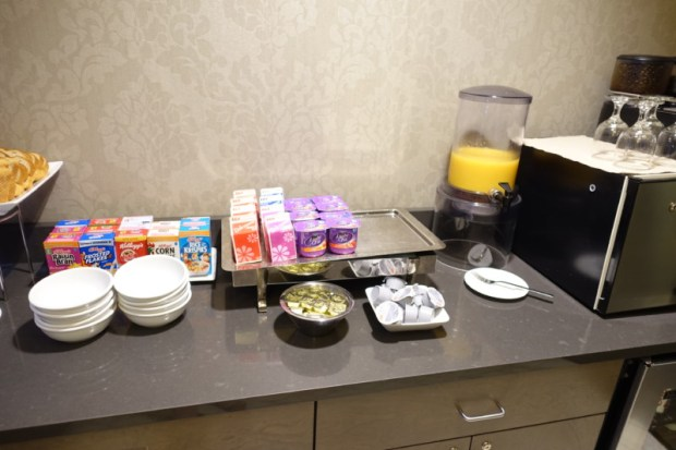 Sheraton Pittsburgh Airport Hotel Review Club Lounge Cold Breakfast