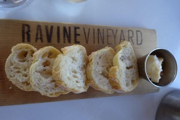 ravine-vineyard-restaurant-bread
