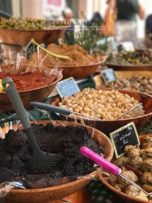 Francine bij: de markt in Lorgues