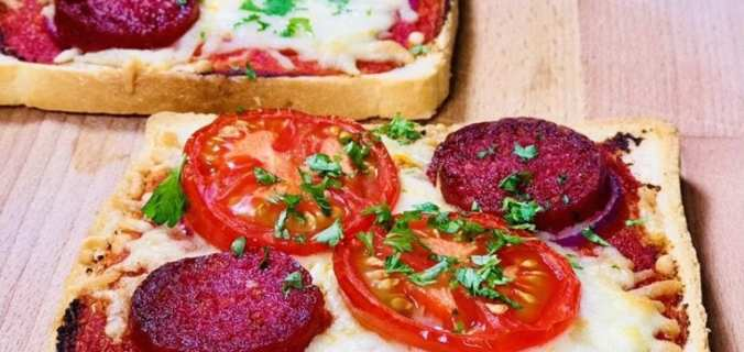 Broodpizza met salami