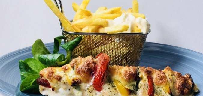 Kipwaaier met franse frietjes