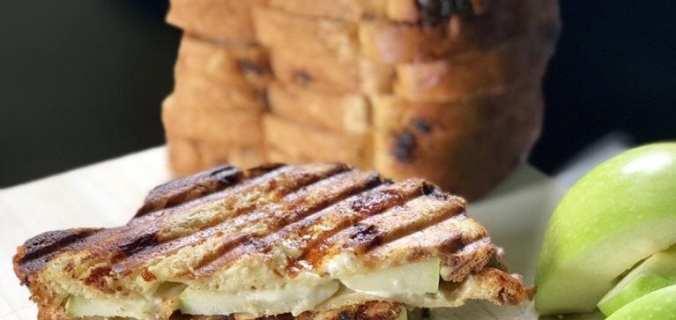 Krentenbrood tosti met mascarpone