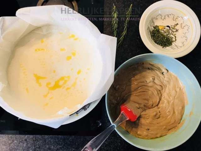 Italiaanse castagnaccio taart