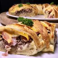 Cheeseburger cresent roll