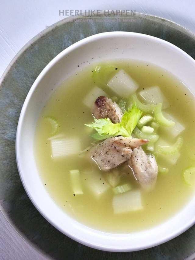 Selderij asperge soep met makreel
