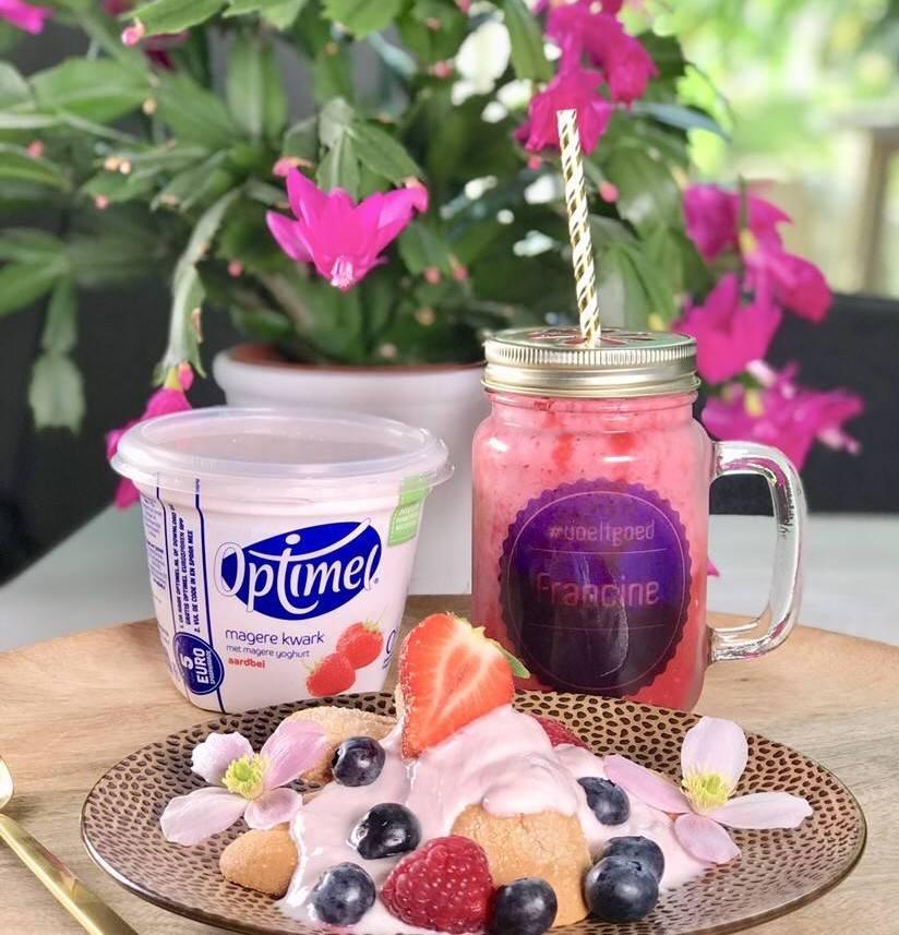 Optimel ontbijtje met vers fruit