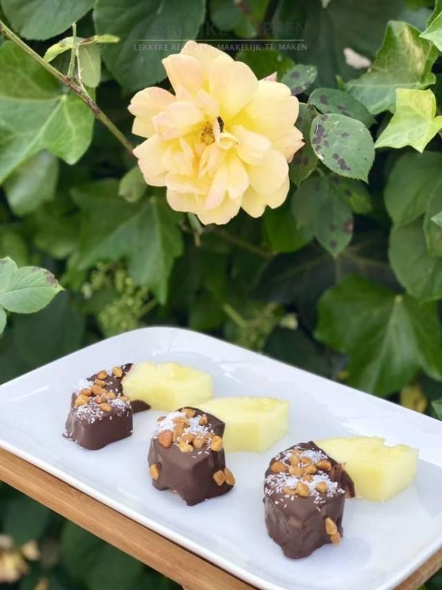 Ananas hapjes met chocolade