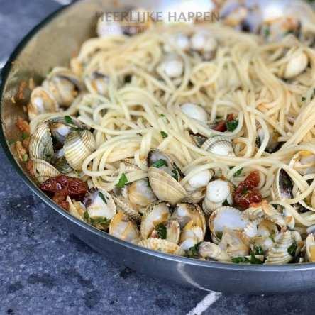 Knoflook spaghetti met schelpjes