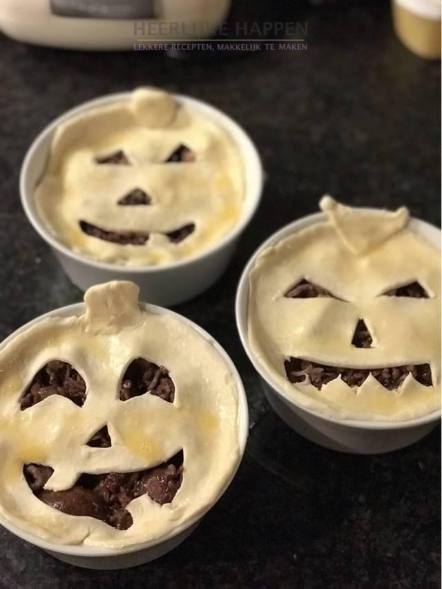 Halloween jack O'lantern pie