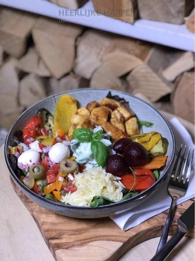 Orzo salade bowl met gegrilde groente