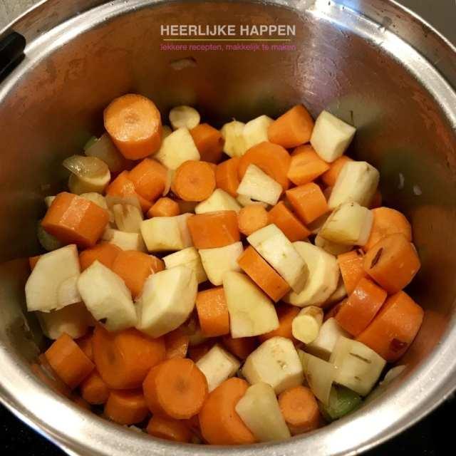 Pastinaak wortelsoep met pesto