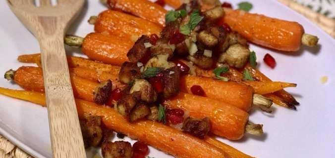 In honing gegrilde wortels met komijnekaas en spek
