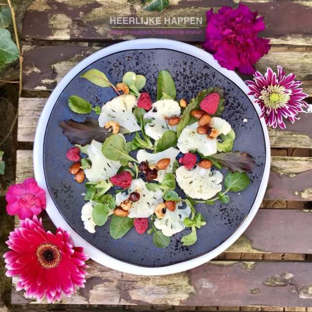 Bloemkoolsalade met framboos en nootjes