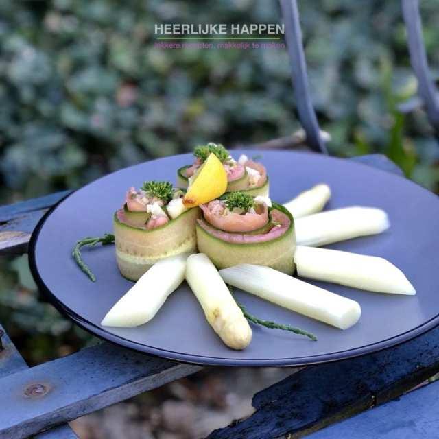Zalmrolletje met witte asperges