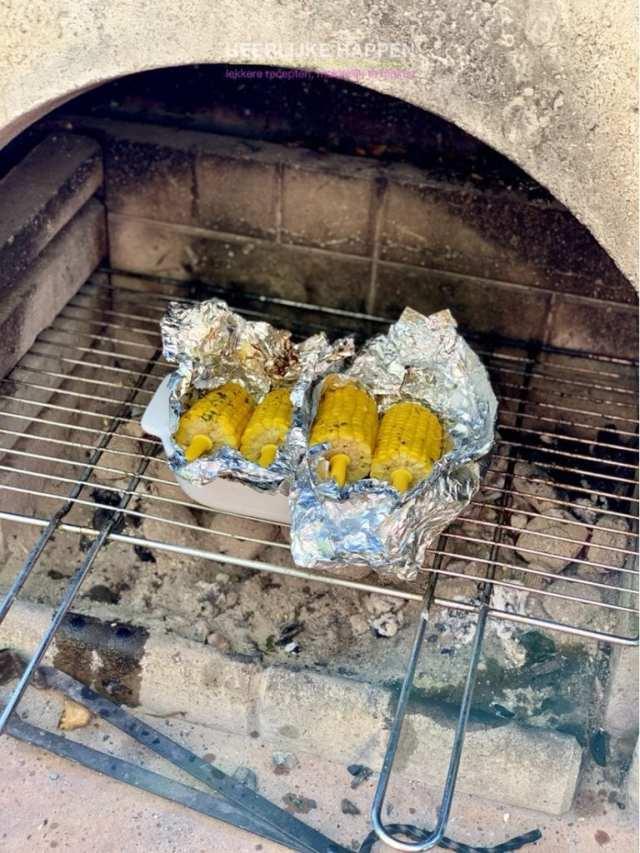 Boterzachte maiskolf van de BBQ