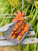 Gekruide wortels gewikkeld in bacon