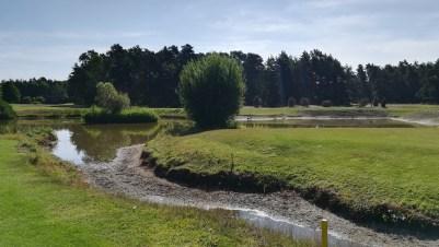 Wassergraben zum elften Grün