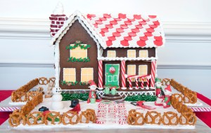 Gingerbread_Lane_2012_003-8