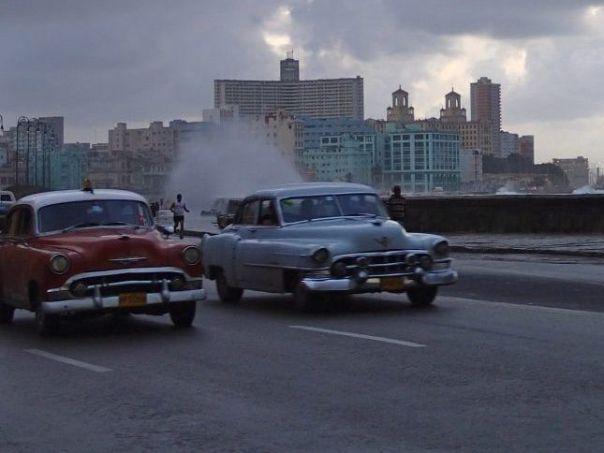 Cars_on_the_Malecon_havana_Cuba