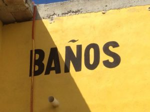 Baño_in_havana_Cuba