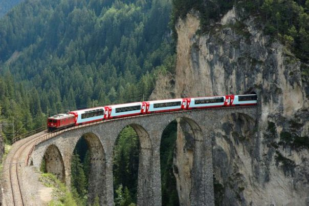 Glacier_Express_Train_Switzerland