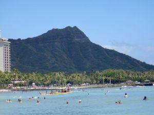 Waikiki_beach_oahu_with_Diamondhead