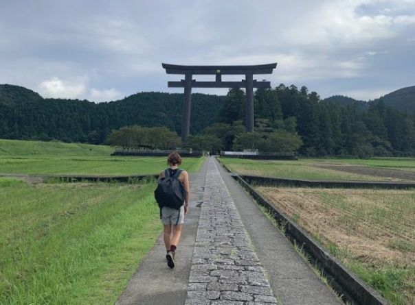 Heidi_Siefkas_walking_the_kumano_kodo_Japan