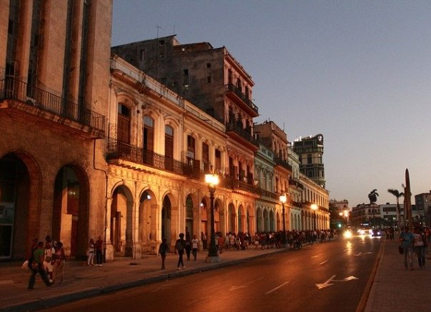 cuba-havana-at-night