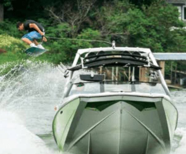 Wakeboarder_Lake_of_the_Ozarks