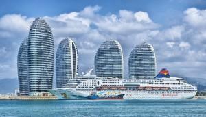 cruise-ship-in-port-skyline