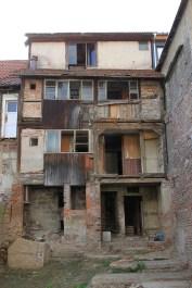 Hausrückseite in Kahla, auch wenn es wie ein Slum in Indien aussieht