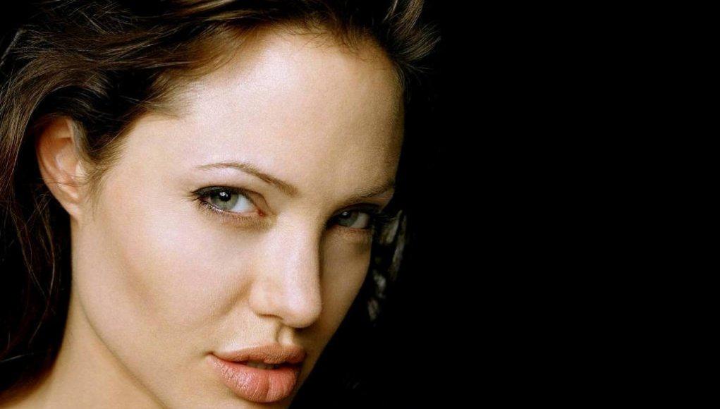 Angelina Jolie's lips dp
