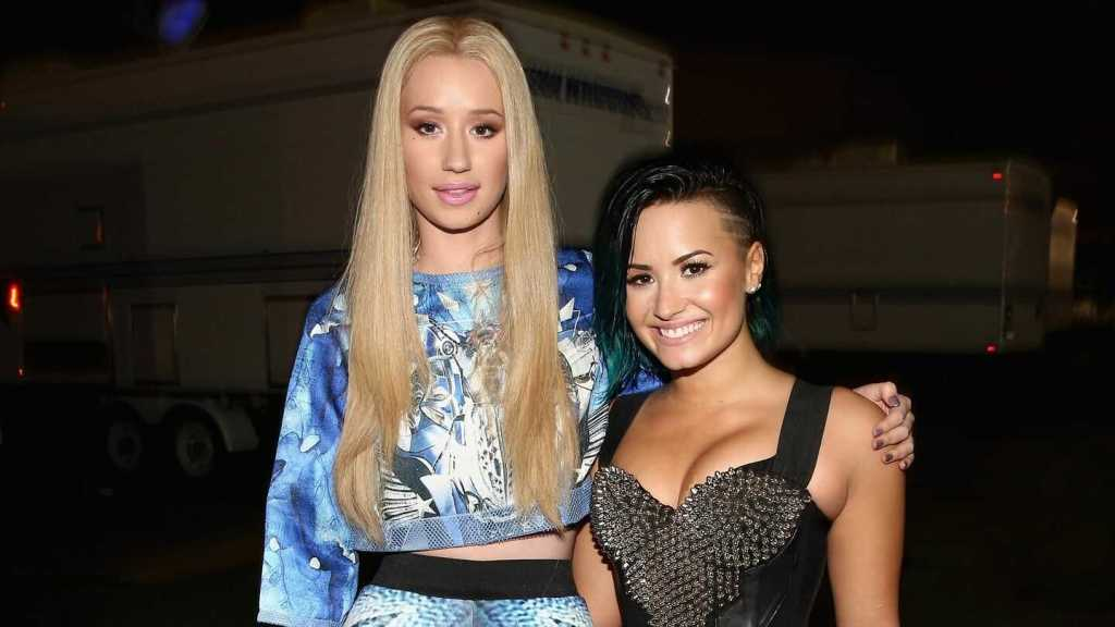 Demi Lovato's height 4