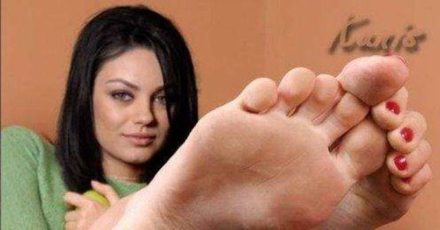 Mila Kunis' height feet