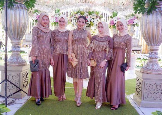 baju untuk bridesmaid satin velvet