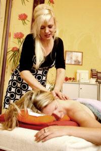 Massage gegen Rückenschmerzen , mit und ohne Aromaöle in  Bremen, bei Naturheilpraxis Doris Seedorf