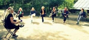 Beklopfen der Akupunktur Punkte Qigong seminar mit Heilpraktikerin Doris seedorf