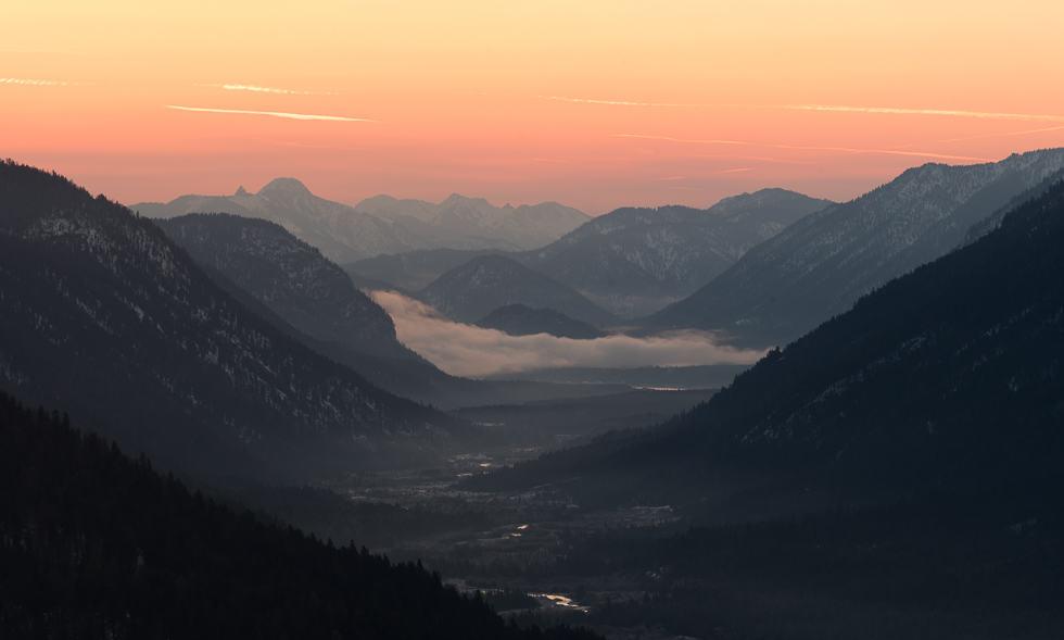 Sonnenaufgang im Isartal vom Krepelschrofen