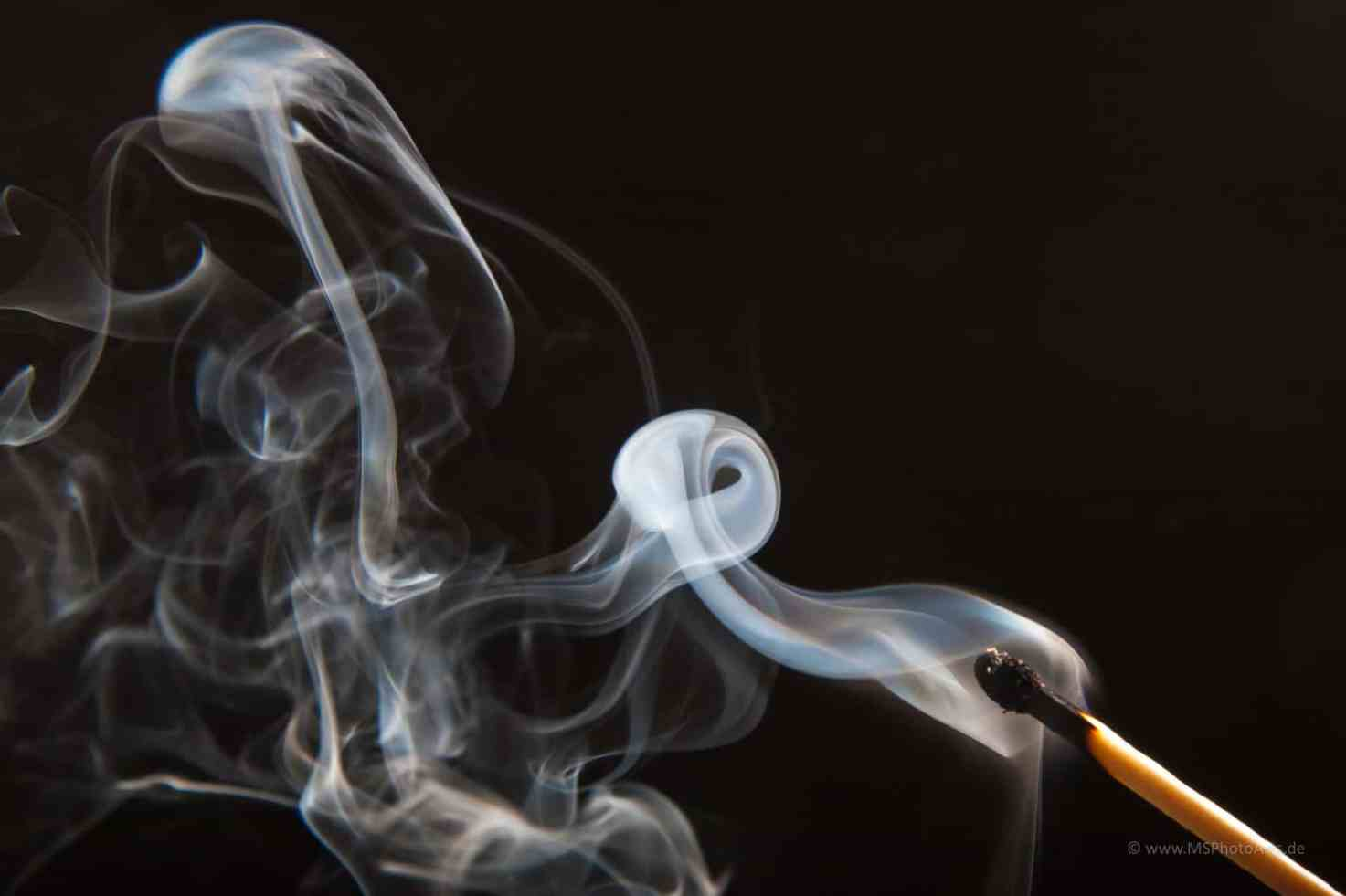 Aliendriver - Besonders Rauchbilder wecken die Phantasie. Ich sehe hier z.B. einen Alien am Steuer.