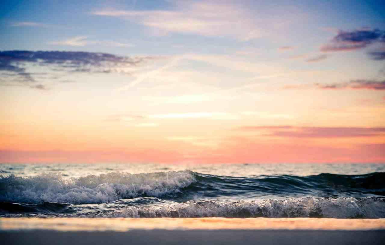 Waves - manchmal muss man den Wellen auf Sylt ganz nah sein. Dazu noch das stimmungsvolle letzte Licht eines Sonnenuntergangs