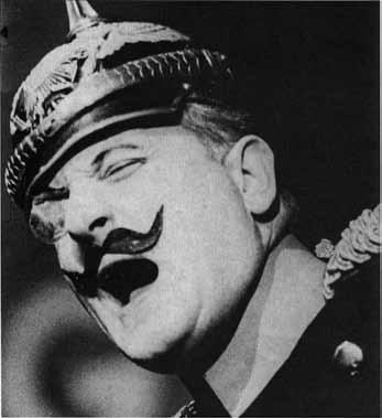 Karl Wörsdörfer als Oberst Itzeblitz