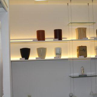 Bestattungsunternehmen Urnenregal mit LED Beleuchtung