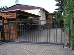 Freitragendesschiebetor, Schiebetor, verzinkt, pulverbeschichtet, Hoftor, Polen