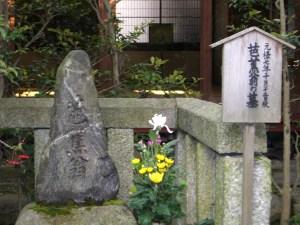 義仲寺の芭蕉翁墓